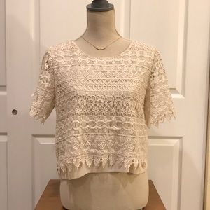 Short sleeve laced cream top